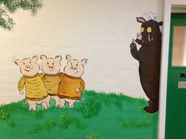 3 Little Piggies Mural